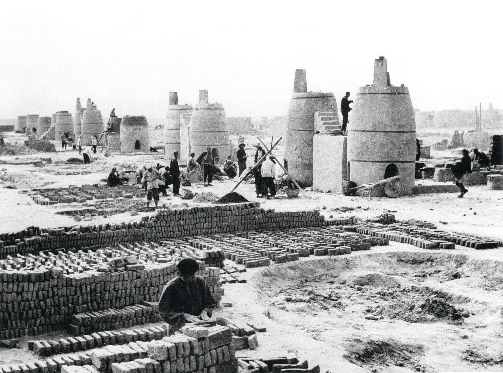 Hauts-fourneaux installés dans la province du Xinjiang, 1959, photographie