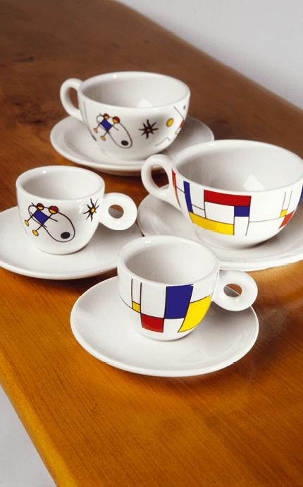 Tasses à café design, inspirées de Mondrian et de Miro