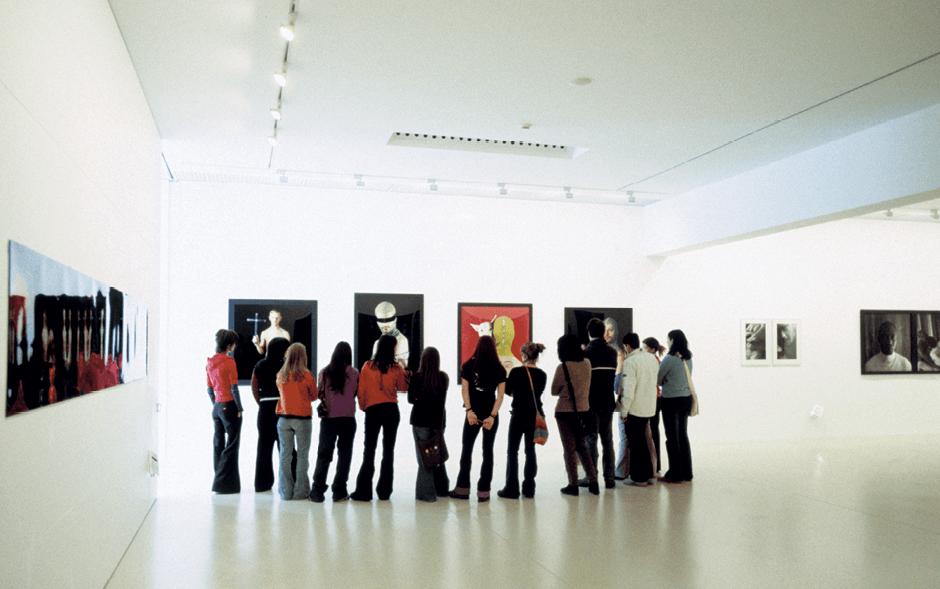 Visita del museo vasco de Arte Contemporáneo Vitoria-Gasteiz, País Vasco, España.