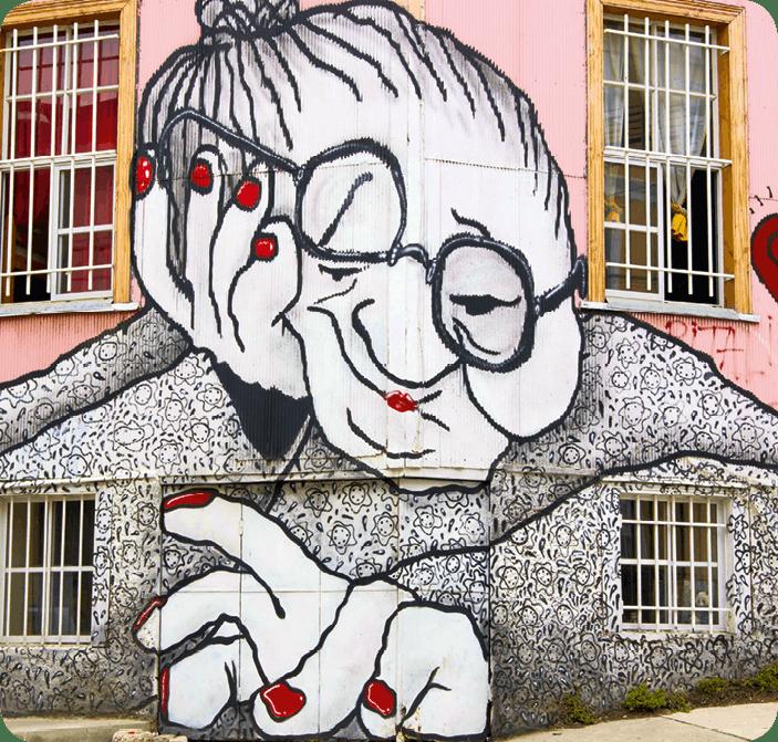 Street art Vieille dame à Valparaiso