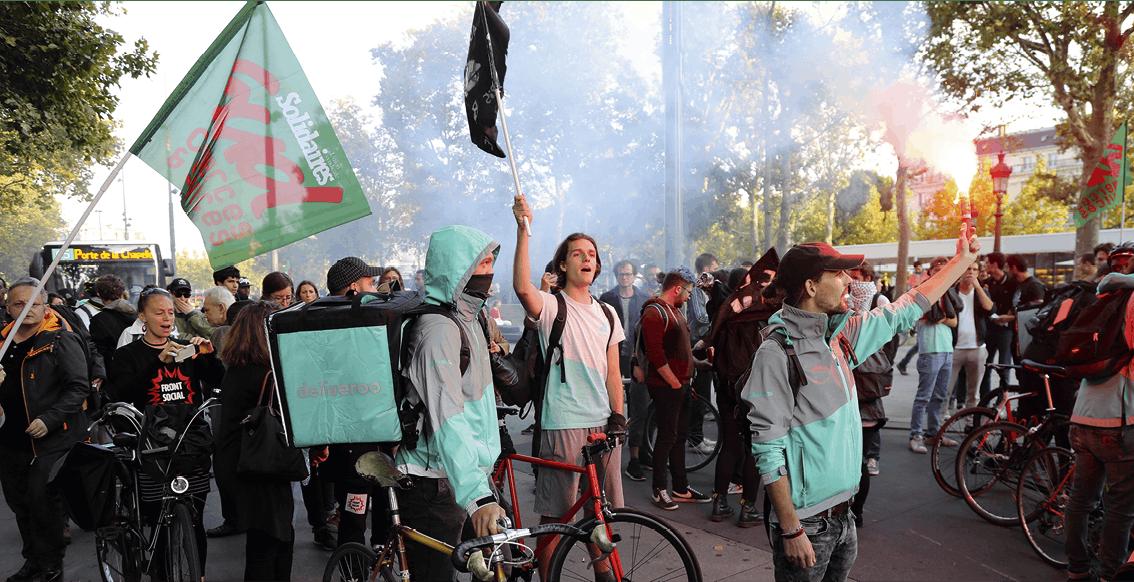 Des livreurs de l'entreprise Deliveroo lors d'une manifestation en 2019