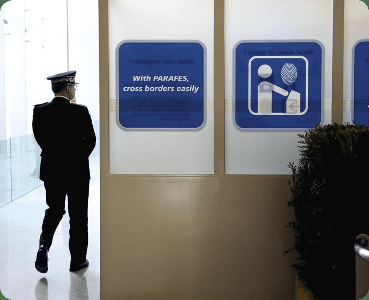 La frontière à l'aéroport Roissy-Charles de Gaulle - PARAFES