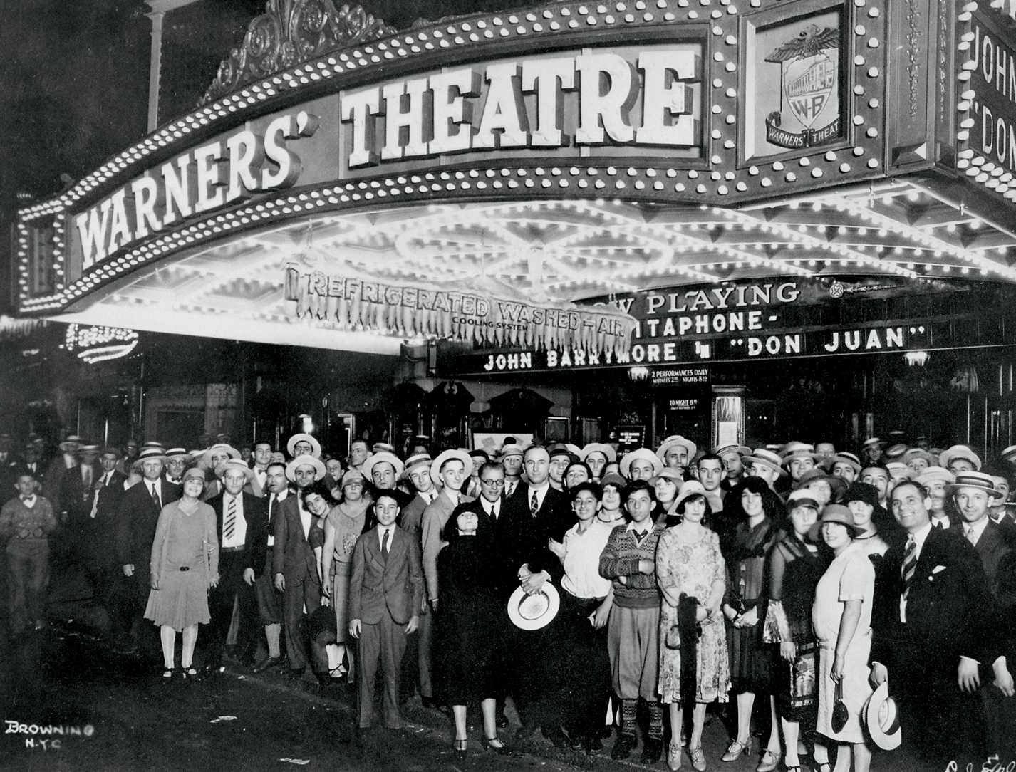 Moviegoers in front of Warners' Theater in 1926