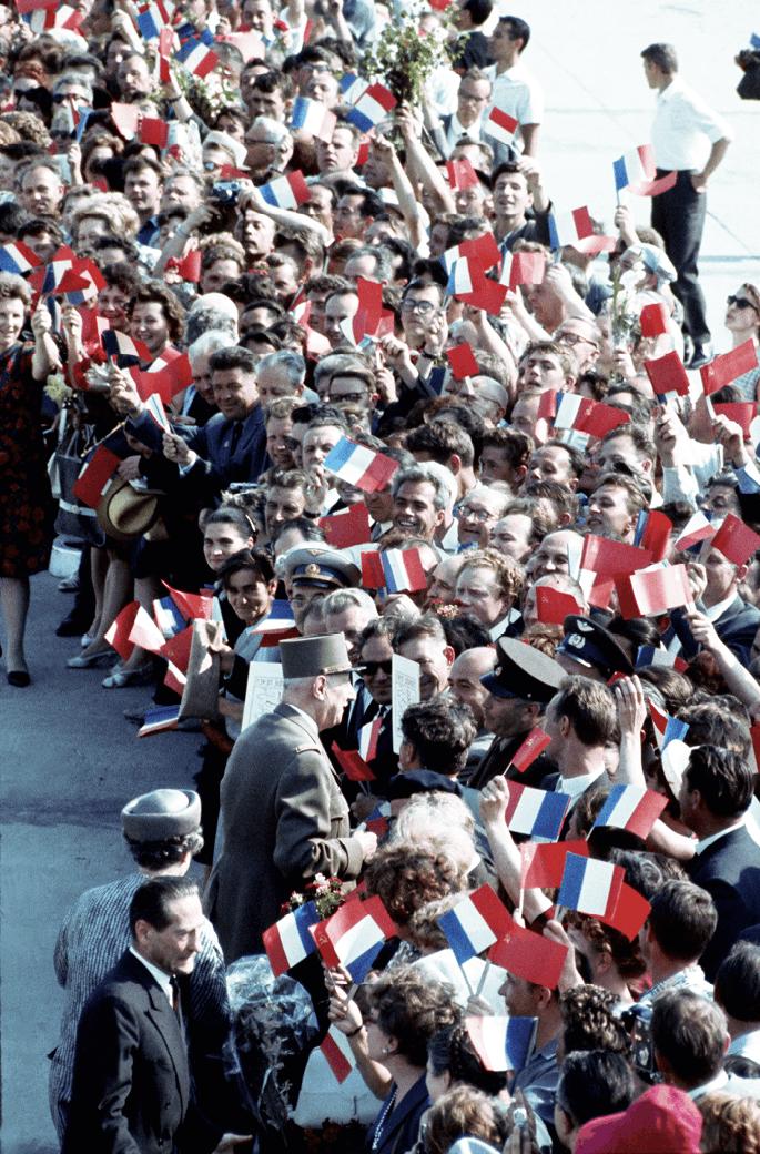 De Gaulle acclamé par la foule lors de son voyage en URSS