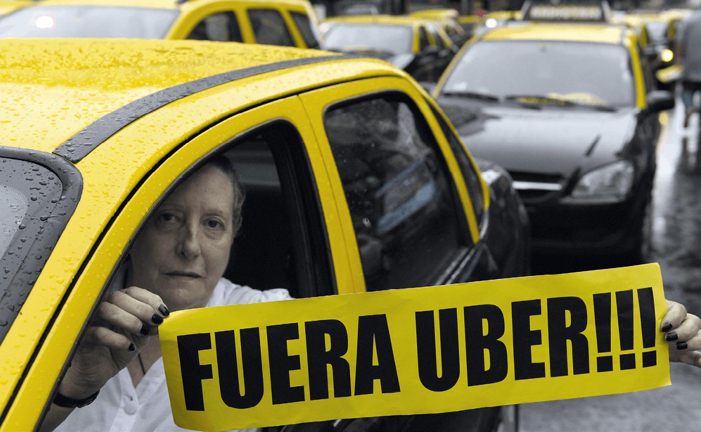 Imagen de una protesta contra Uber por intrusismo laboral en Argentina, AFP, 2016