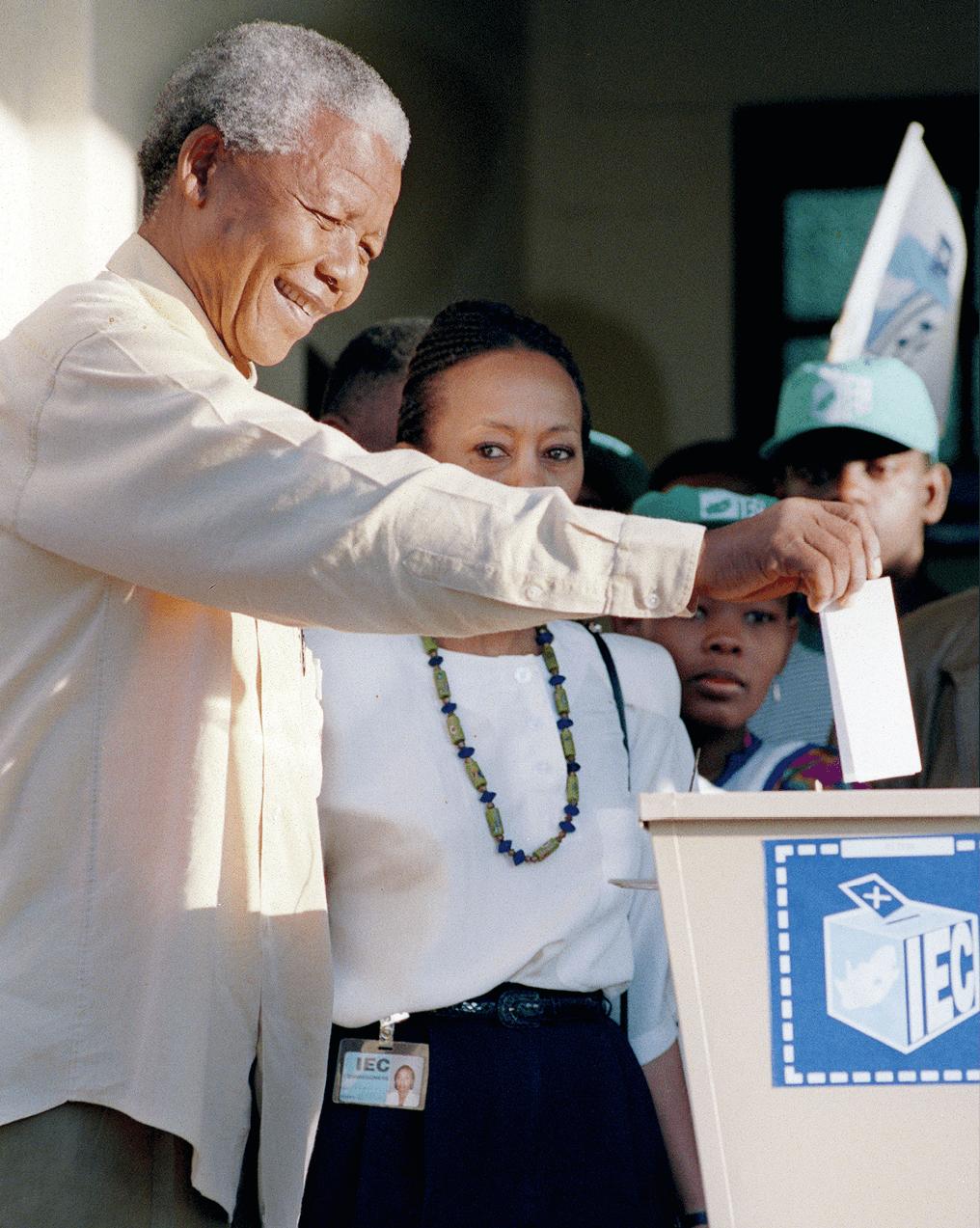 Walter Dhladhla, 1994, photographie de Nelson Mandela qui vote