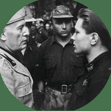 Mussolini et un soldat italien