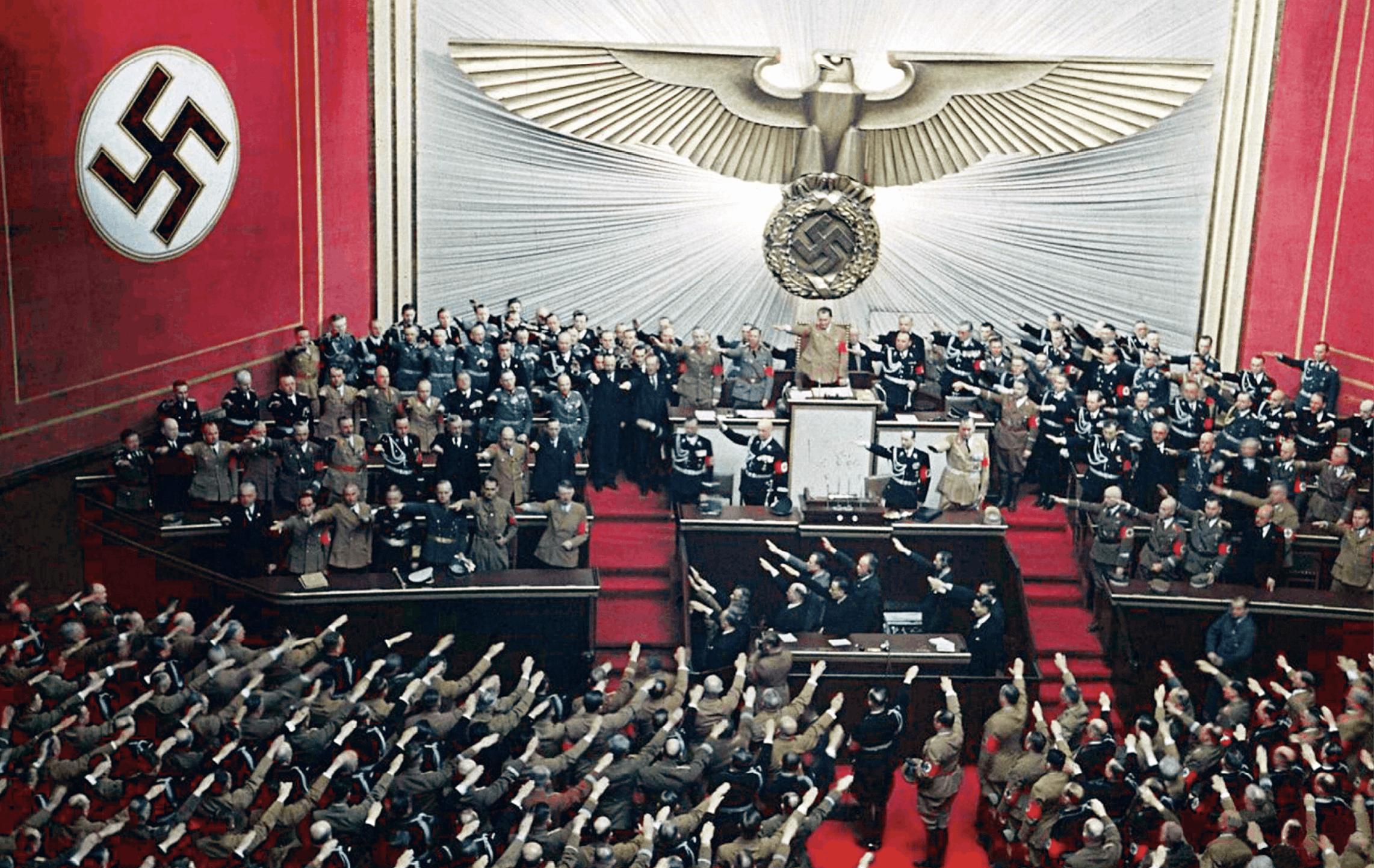 Hitler faisant un discours au Reichstag, 28 avril 1939, photographie anonyme