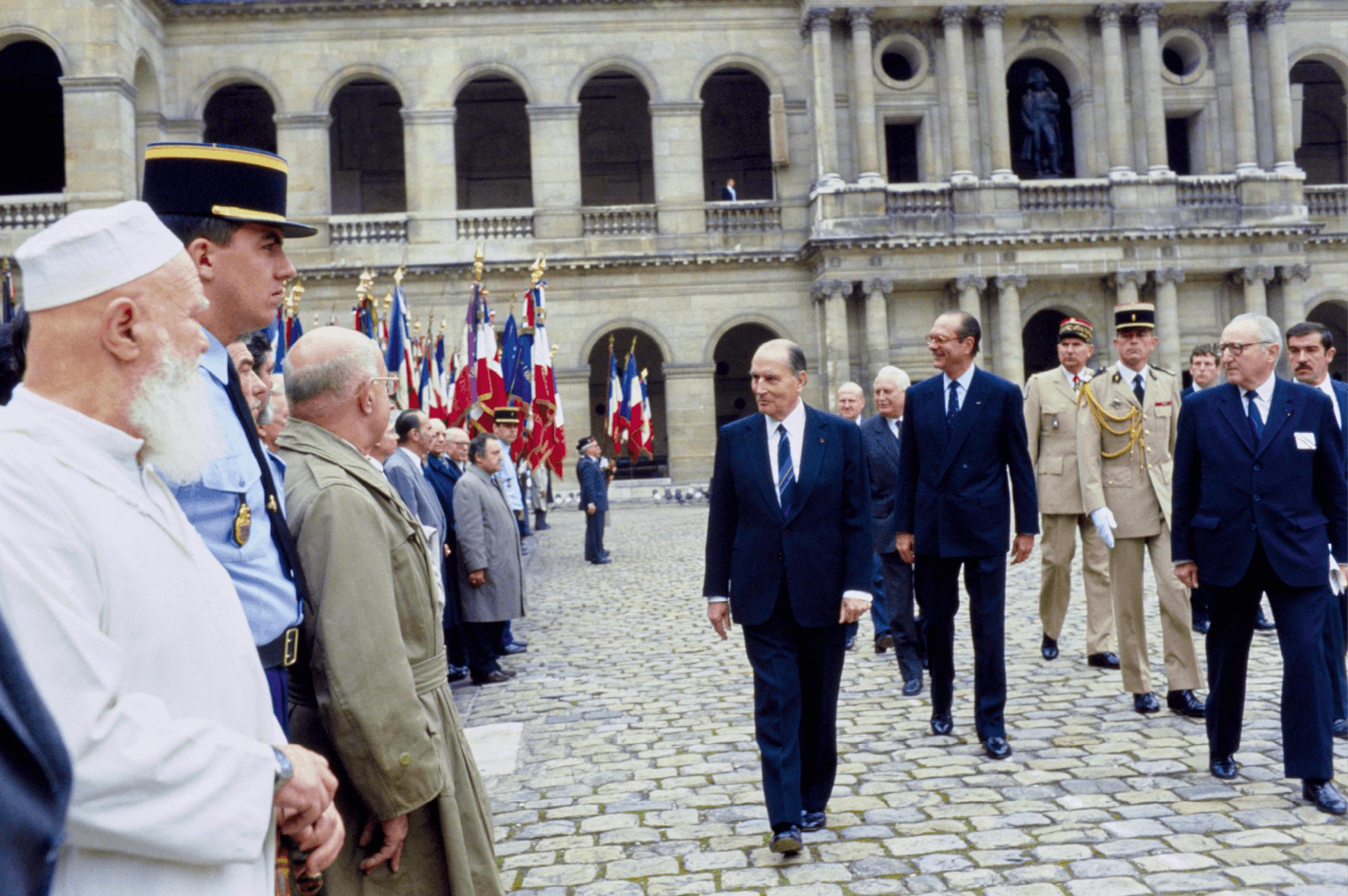 Cérémonie aux Invalides en présence de François Mitterrand et Jacques Chirac