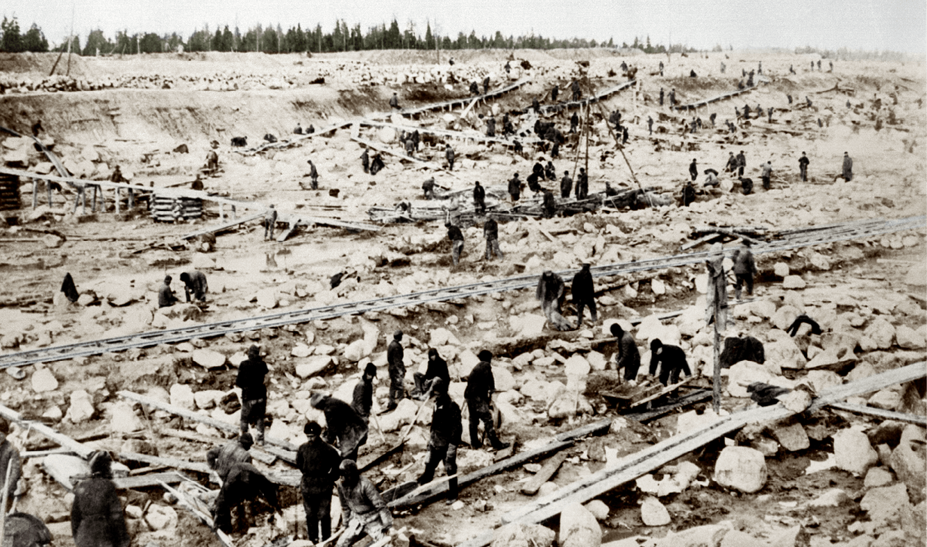 Prisonniers au travail vers 1932, photographie anonyme.