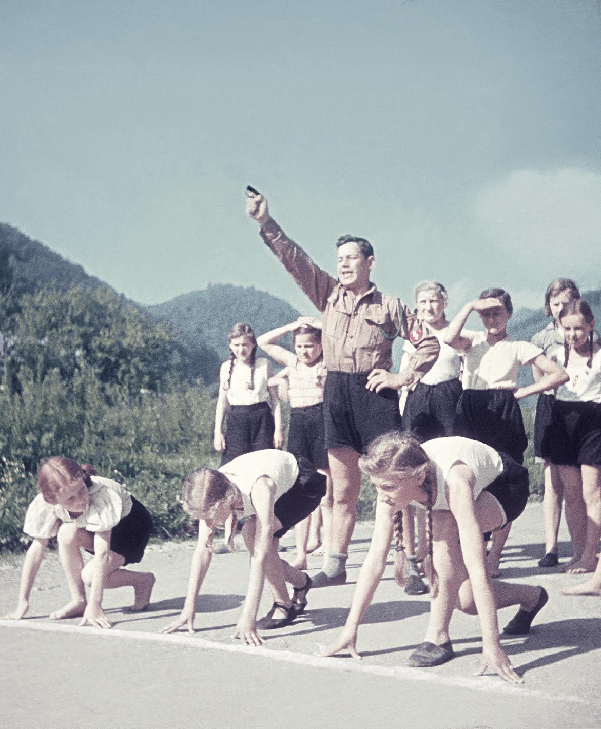 Course de la « Ligue des jeunes filles allemandes », 1940, photographie anonyme