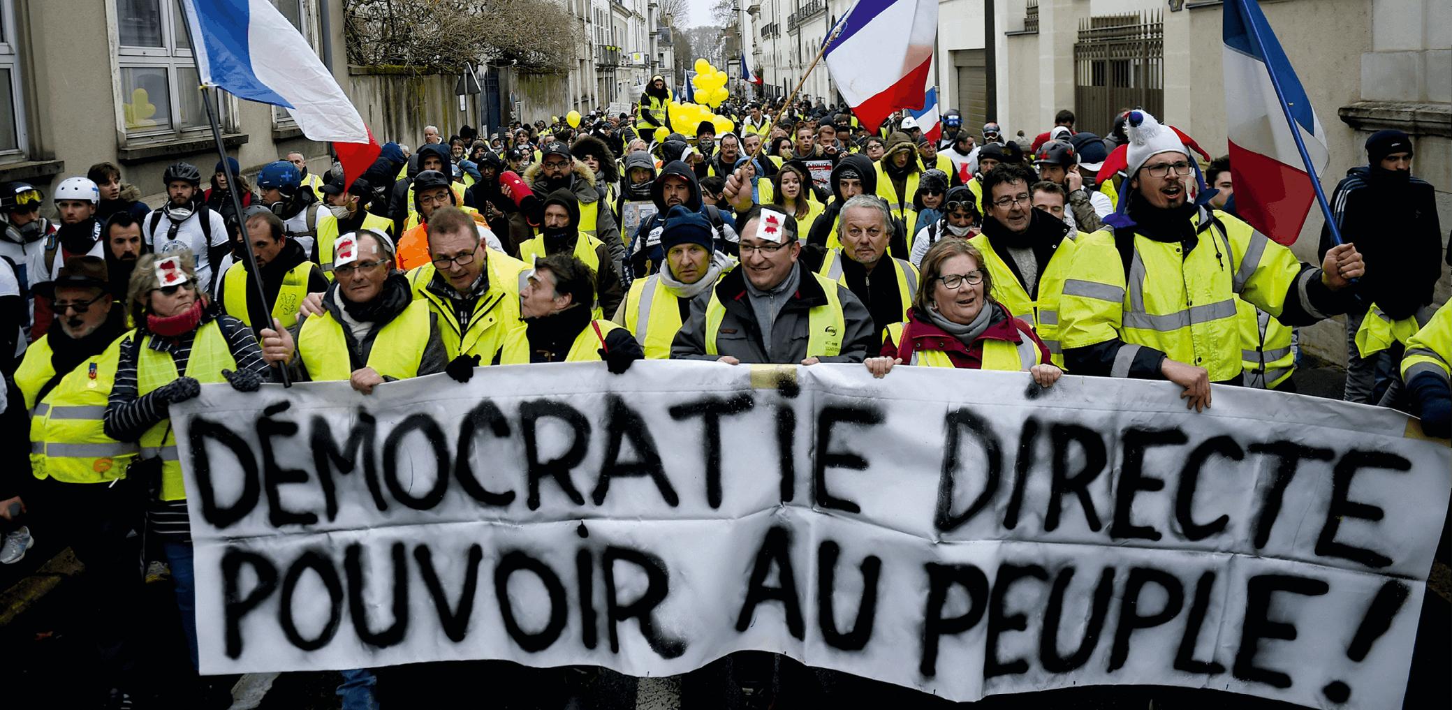 photographie d'une manifestation de « gilets jaunes » à Tours