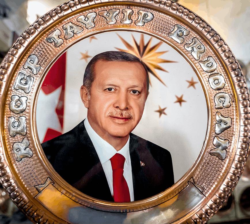 Photographie de Recep Tayyip Erdogan sur un plateau en cuivre en vente à Sanliurfa