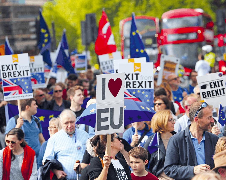 Photographie de manifestants anti-Brexit à Londres