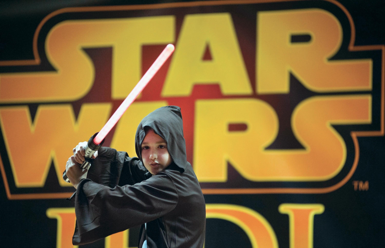 Jeune garçon participant à un atelier « Jedi »