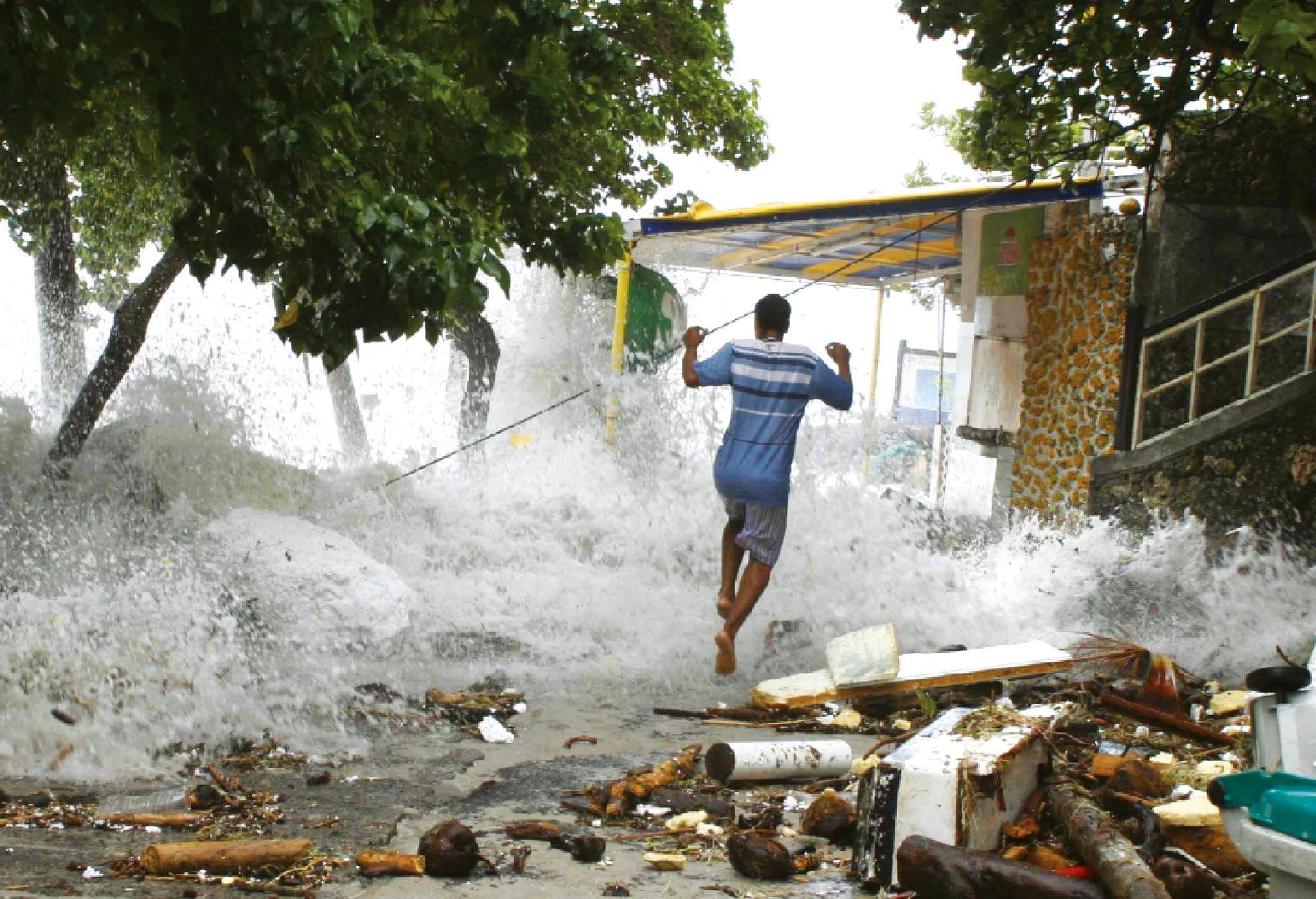 <stamp theme='his-green2'>Doc. 1</stamp> Un Martiniquais fuit le cyclone Dean, en 2007