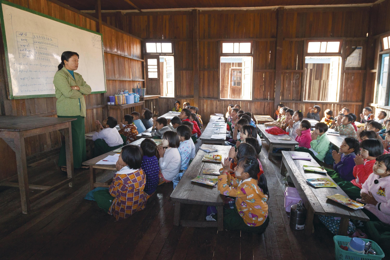 <stamp theme='his-green2'>Doc. 4</stamp> L'accès à l'éducation dans le monde