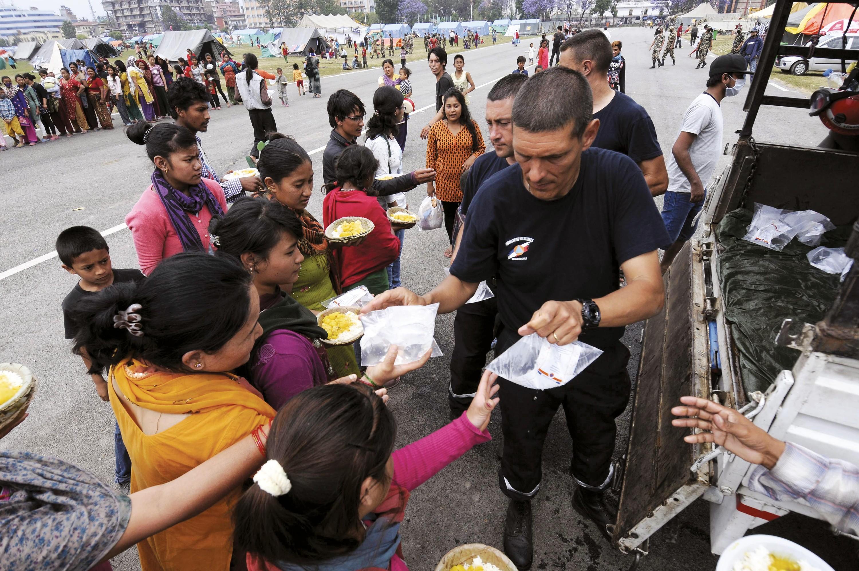 <stamp theme='his-green2'>Doc. 2</stamp> Une intervention française au Népal