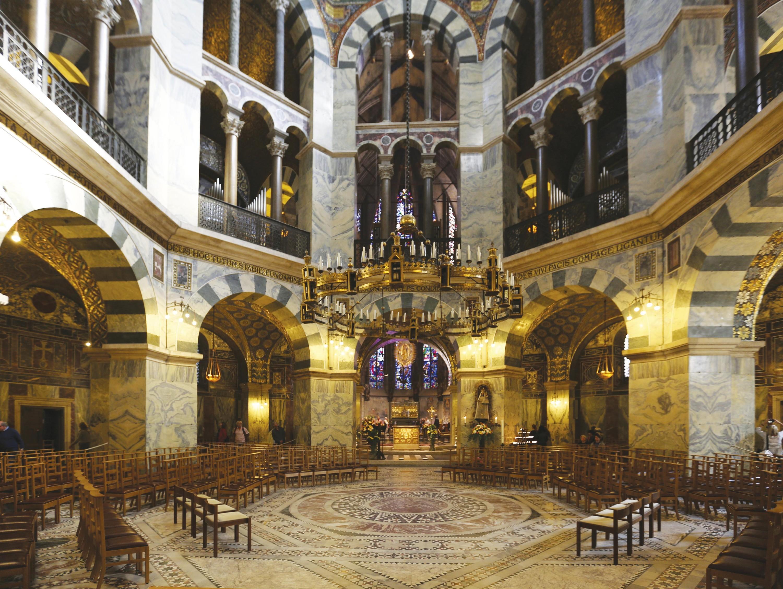 <stamp theme='his-green2'>Doc. 4</stamp> La chapelle dans le palais de Charlemagne
