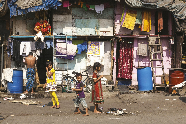<stamp theme='his-green2'>Doc. 7</stamp> Les habitants d'un bidonville de Mumbai