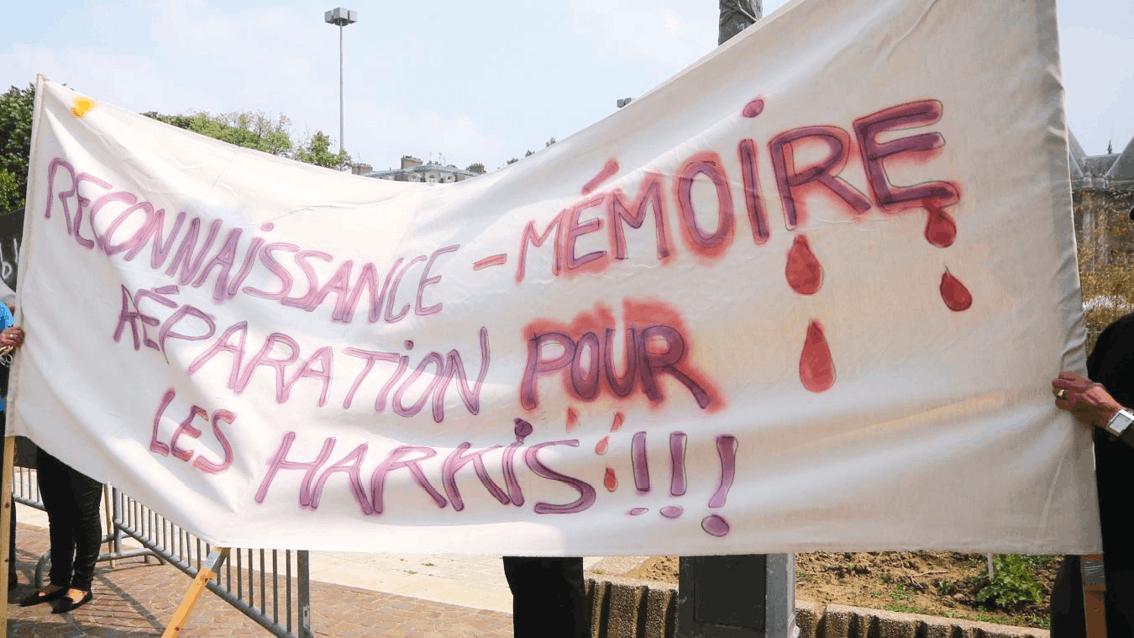Manifestation pour les harkis devant la préfecture de Lille, 2016, photographie anonyme.