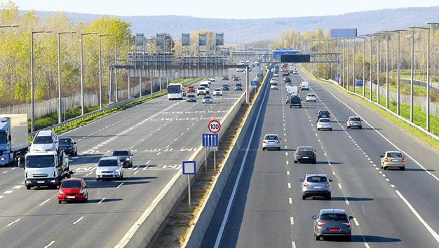 Photograhie d'une autoroute