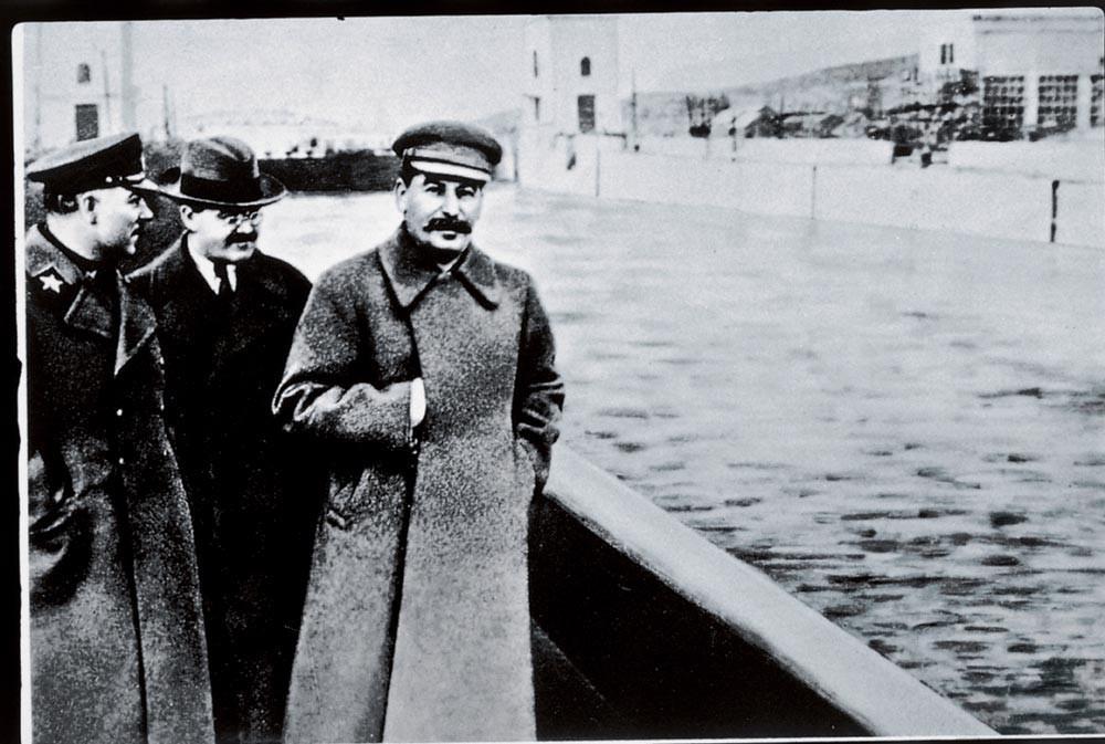 Vorochilov, Molotov et Staline.