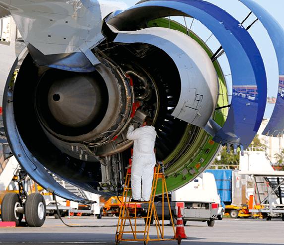 Vérification d'un moteur d'avion