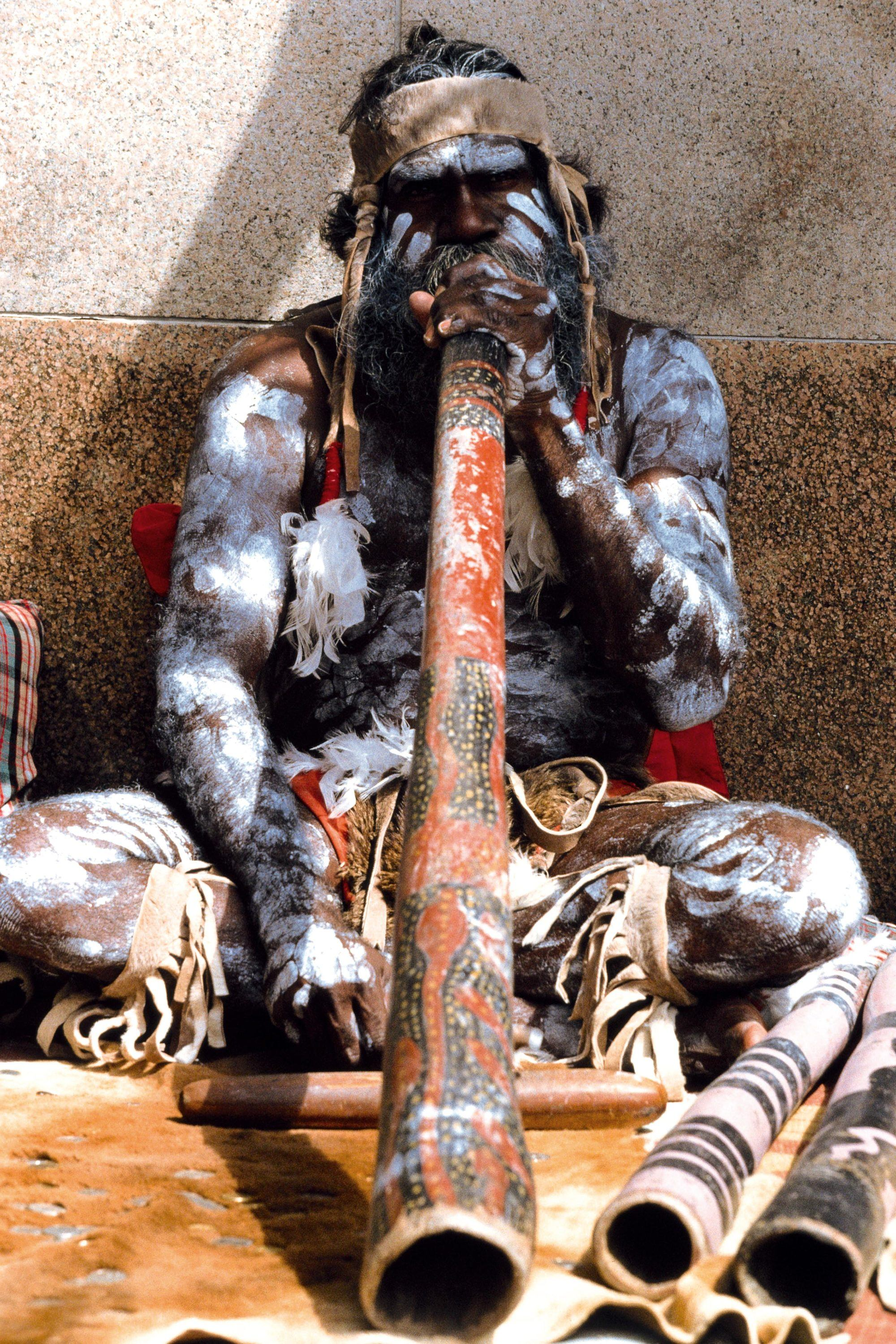 A didgeridoo player
