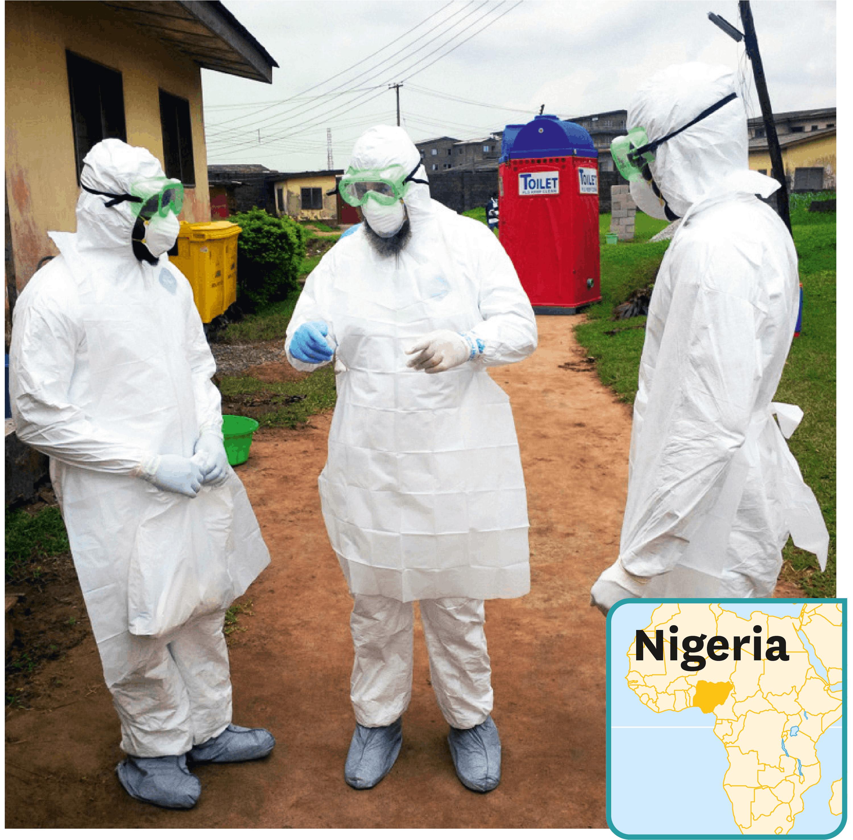 <stamp theme='svt-green1'>Doc. 1</stamp> Des médecins portant une combinaison de protection dans une unité de traitement d'Ebola au Nigeria.
