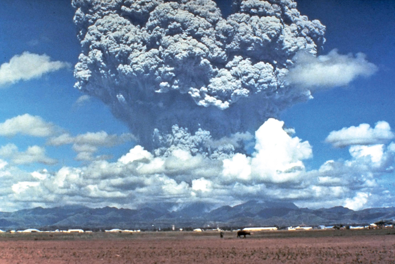 <stamp theme='svt-green1'>Doc. 4</stamp> Le panache de cendres de l'éruption du Pinatubo en 1991.