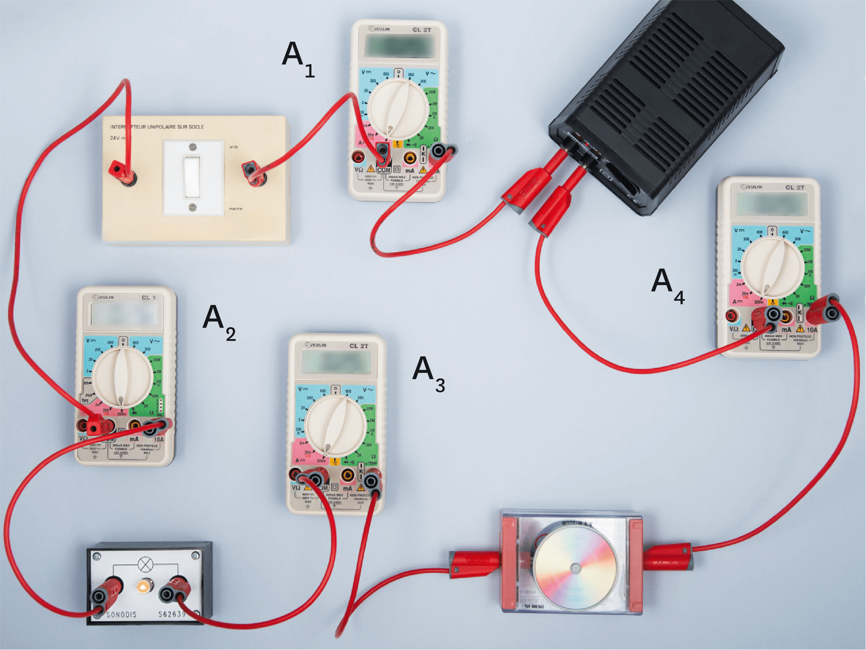 <stamp theme='pc-green1'>Doc. 1</stamp> Circuit série et intensité.