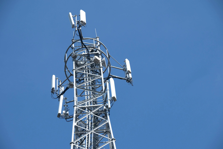<stamp theme='pc-green1'>Doc. 1</stamp> Une antenne relais de téléphonie mobile.