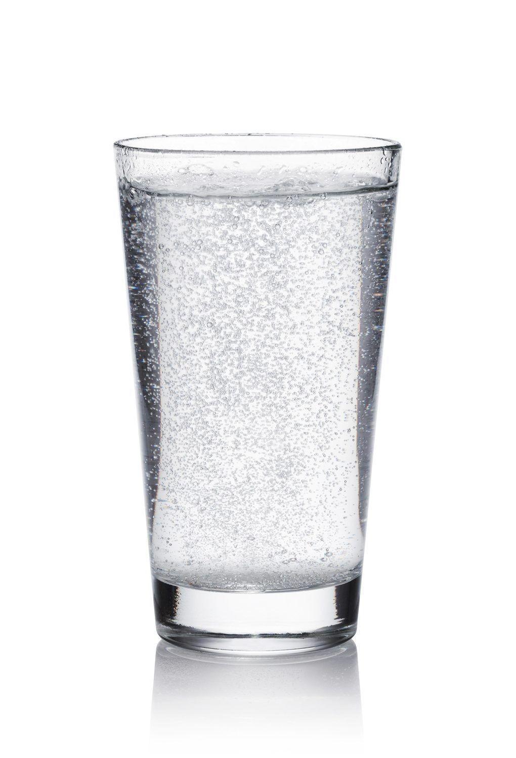 Verre d'eau pétillante