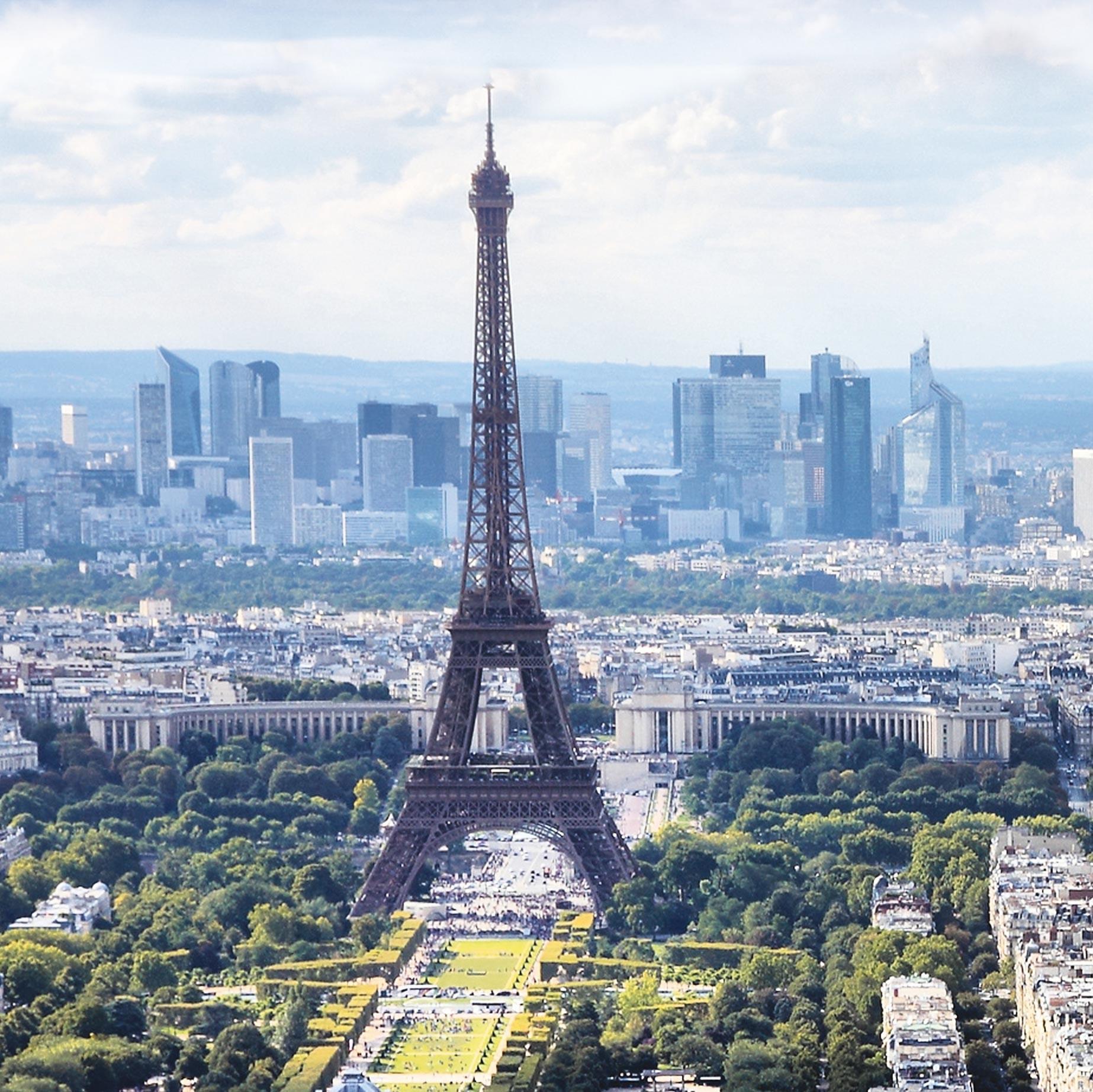 <stamp theme='his-green2'>Doc. 2</stamp> La tour Eiffel