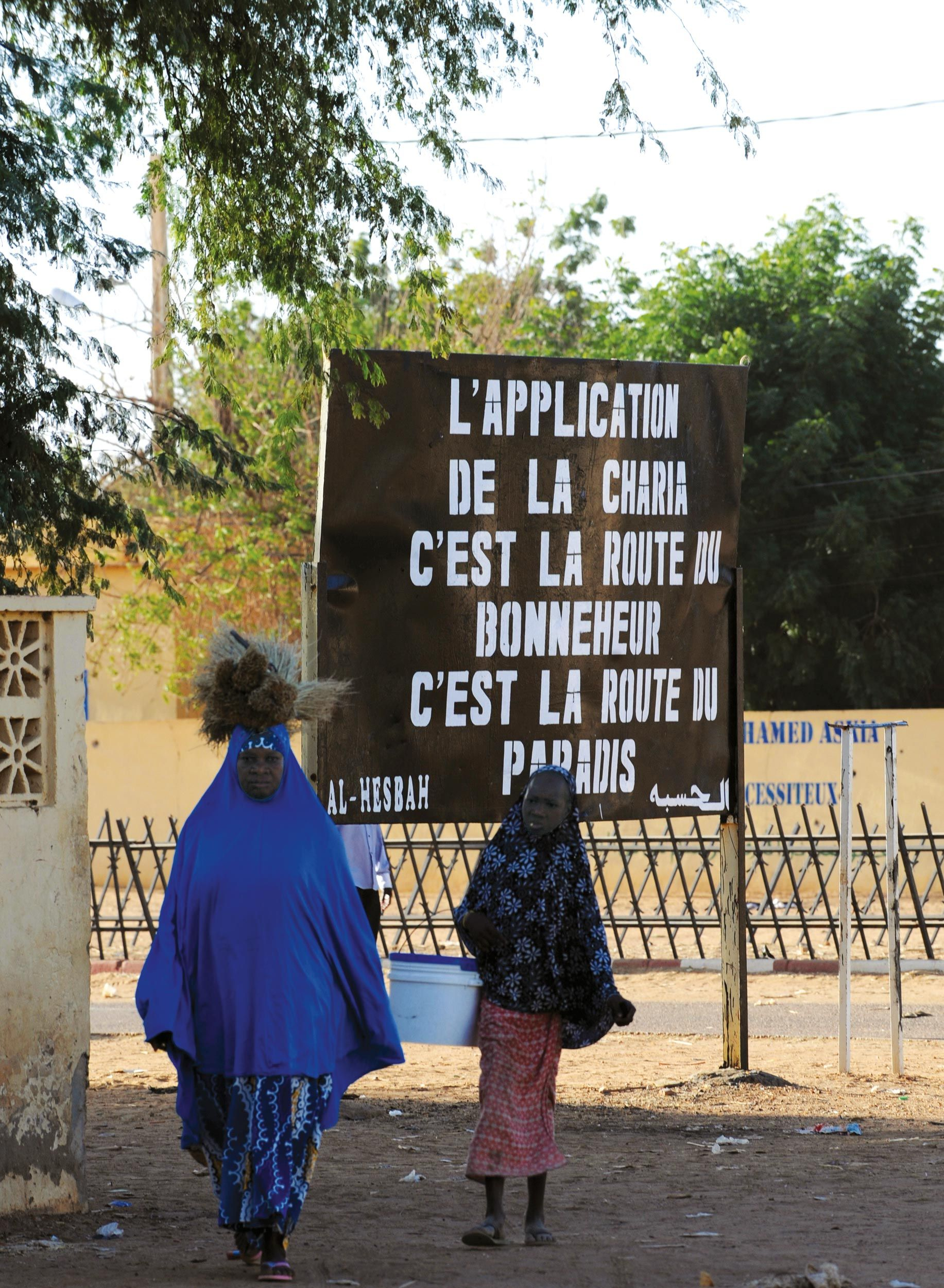 <stamp theme='his-green2'>Doc. 4</stamp> Panneau d'un groupe islamiste, à Gao au Mali