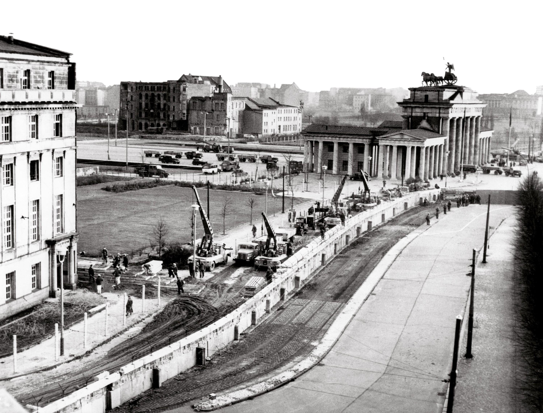 <stamp theme='his-green2'>Doc. 3</stamp> La construction du mur de Berlin