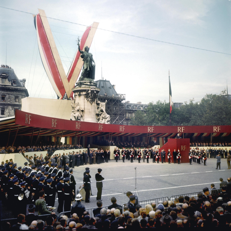 <stamp theme='his-green2'>Doc. 1</stamp> Charles de Gaulle, fondateur de la Vᵉ République