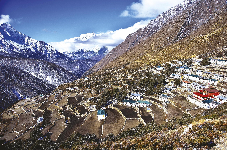 <stamp theme='his-green2'>Doc. 1</stamp> Le village de Pangboche au Népal