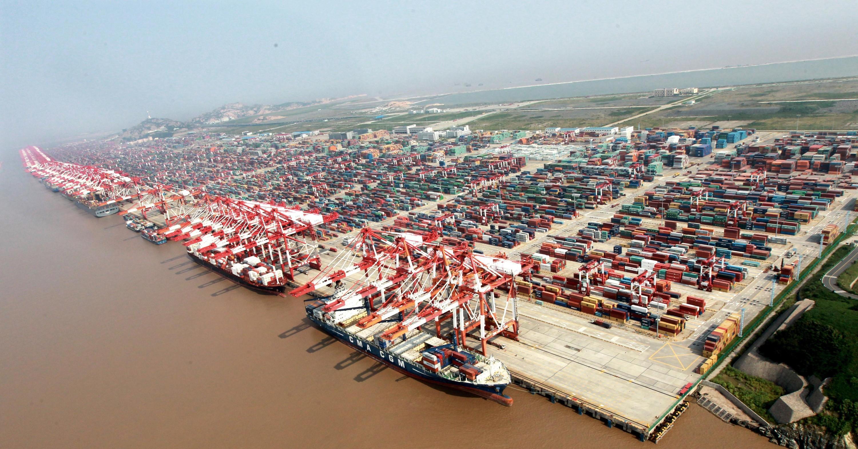 <stamp theme='his-green2'>Doc. 2</stamp> Le port en eau profonde de Yangshan