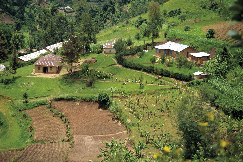 <stamp theme='his-green2'>Doc. 3</stamp> Le village de Kabale, en Ouganda