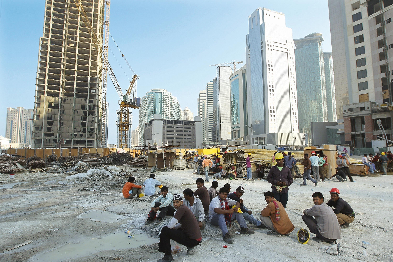 <stamp theme='his-green2'>Doc. 8</stamp> Des ouvriers du Bangladesh sur un chantier à Doha