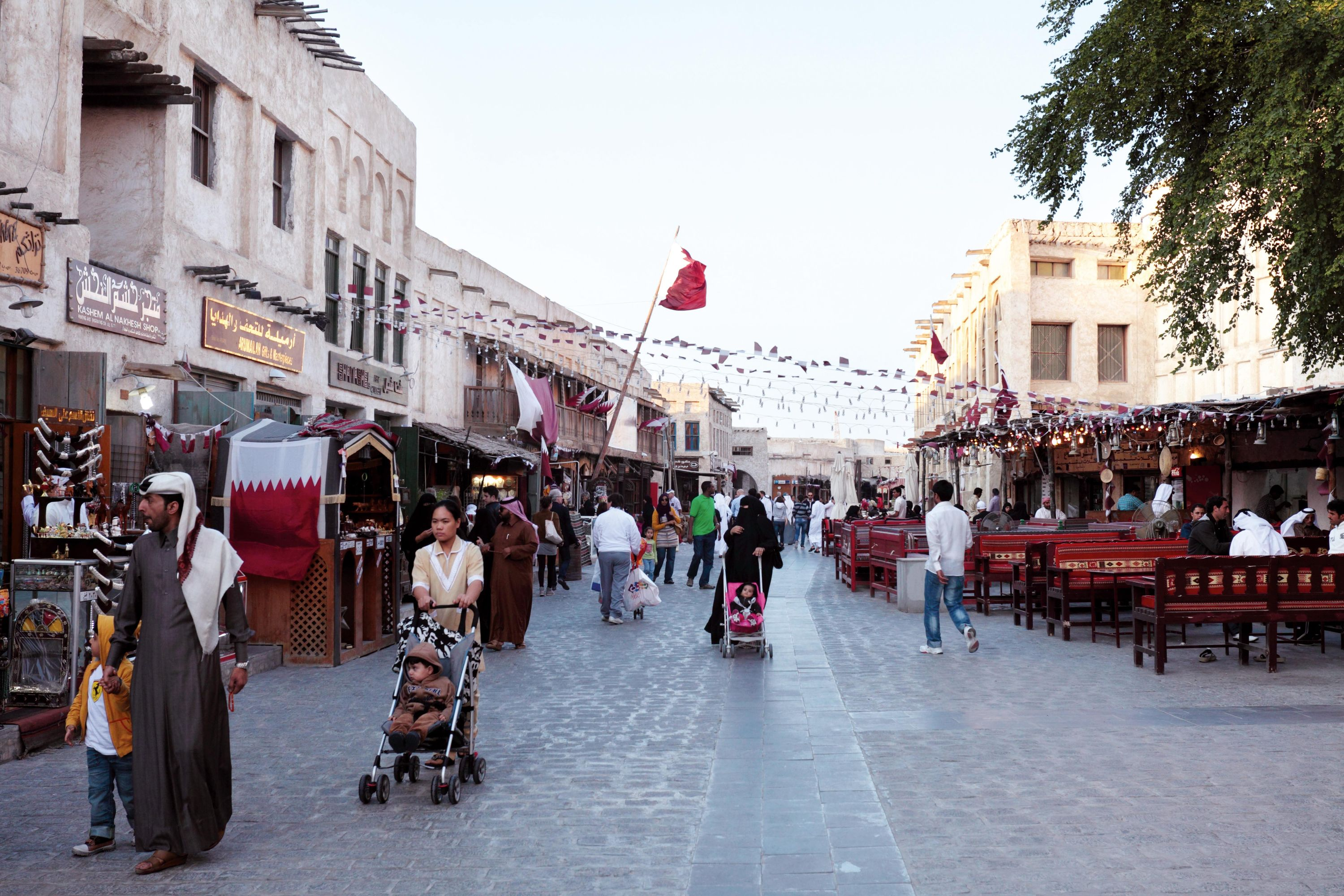<stamp theme='his-green2'>Doc. 4</stamp> Le souk Waqif à Doha