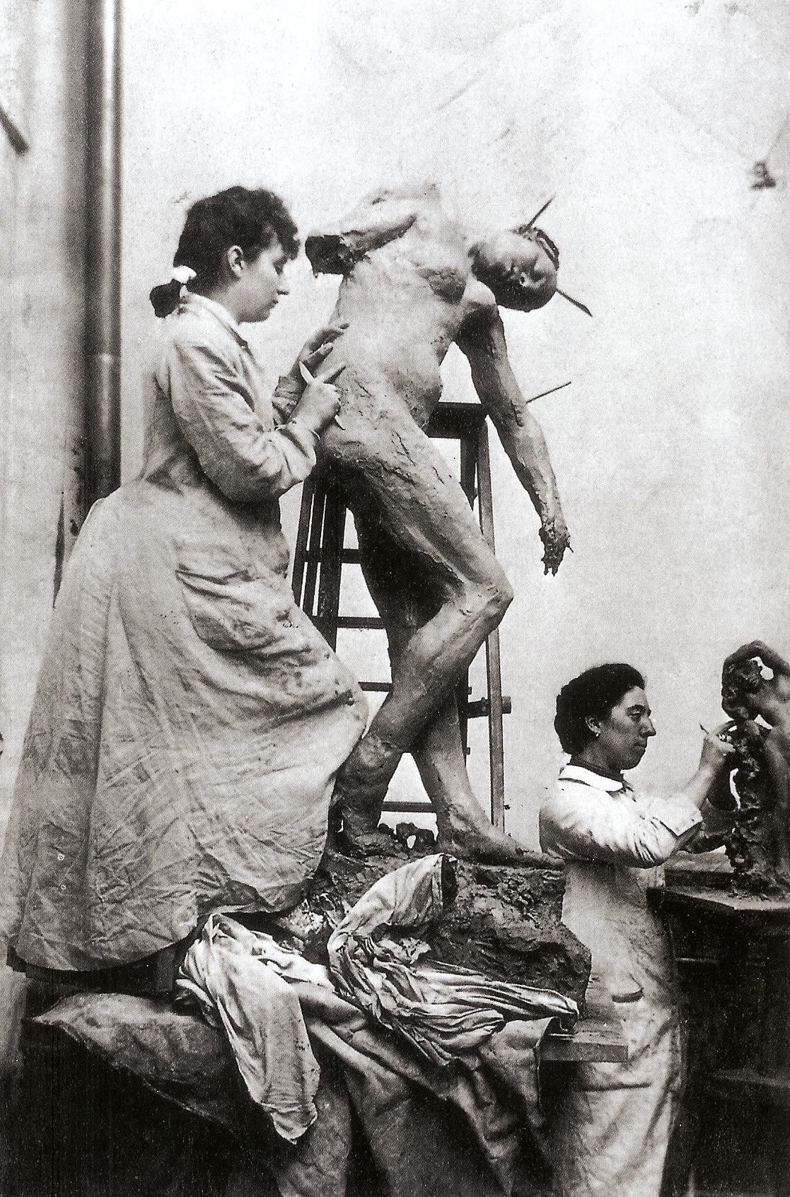 <stamp theme='his-green2'>Doc. 4</stamp> Une sculptrice au travail : Camille Claudel
