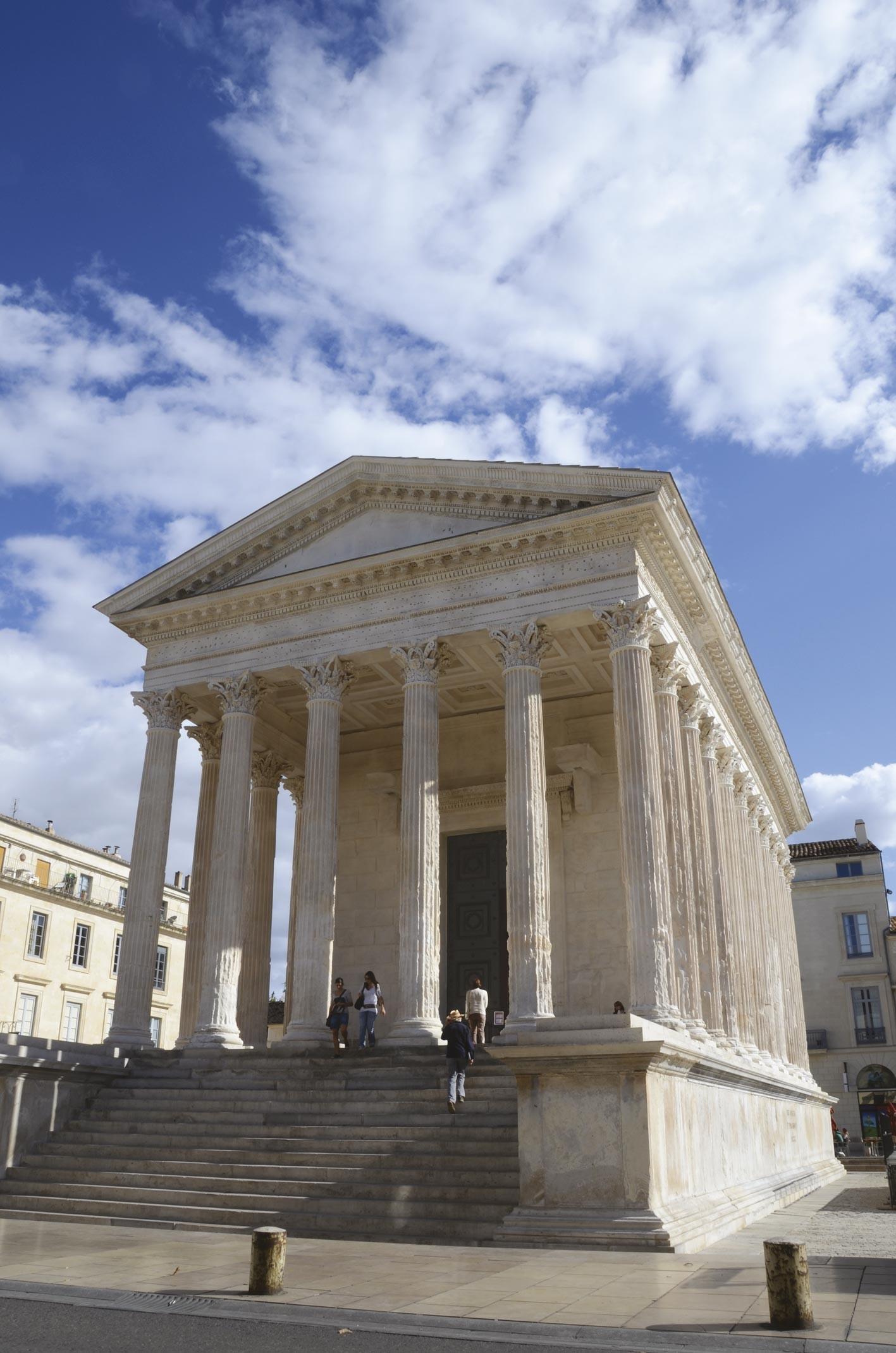 <stamp theme='his-green2'>Doc. 3</stamp> La cité gallo-romaine de Nîmes