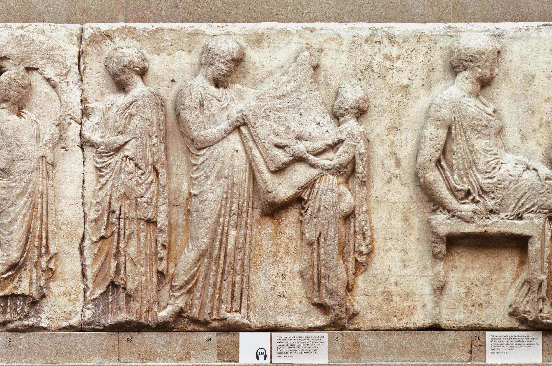 Fragment de la frise des Panathénées : La remise du peplos