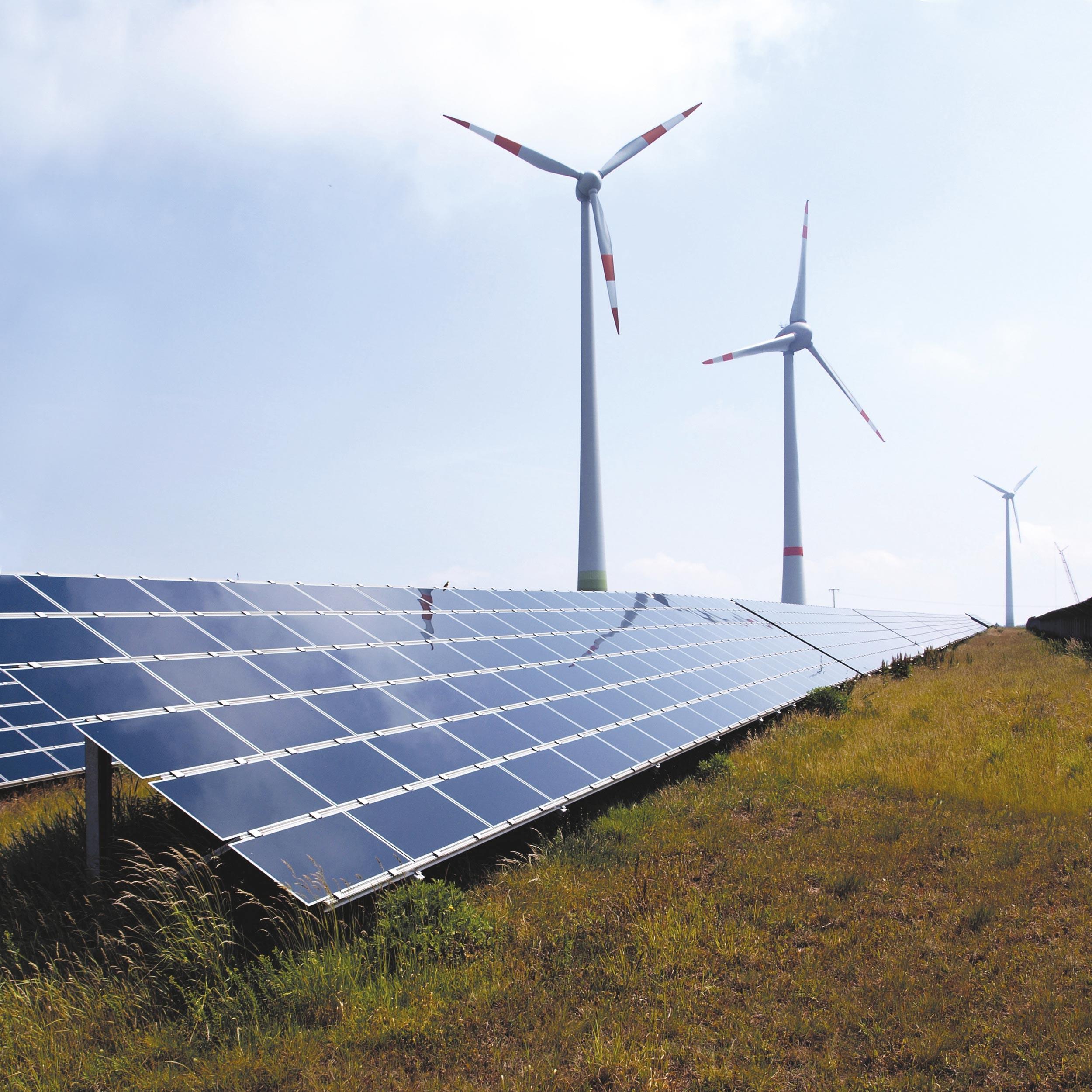 Éoliennes et panneaux solaires