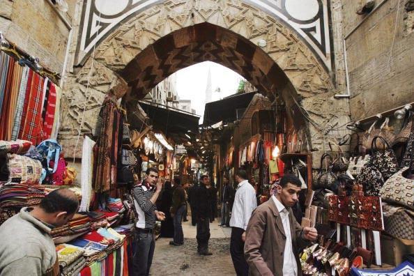 Vendeurs du bazar Khân al-Khalili au Caire