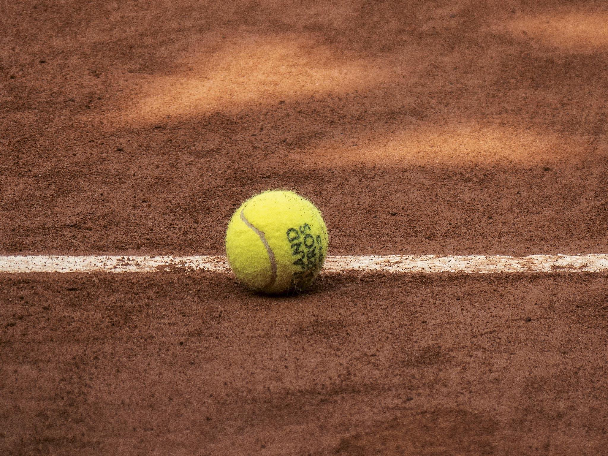 Ex. 8 Une balle de tennis
