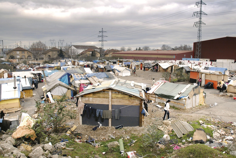 Vue générale du bidonville de Villeurbanne